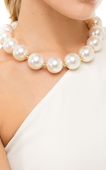 Oversized Pearl Collar Necklace