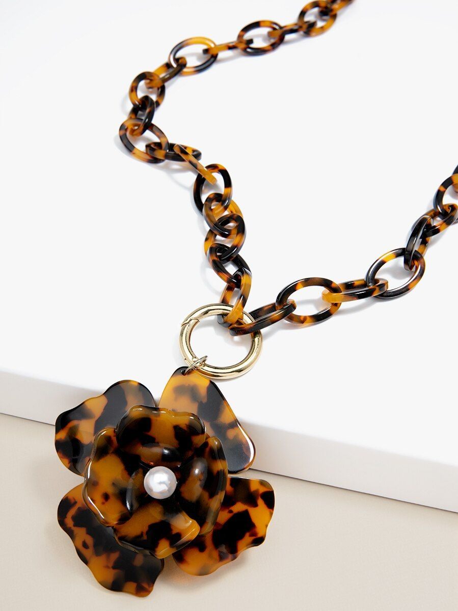 Tortoise Blooming Necklace